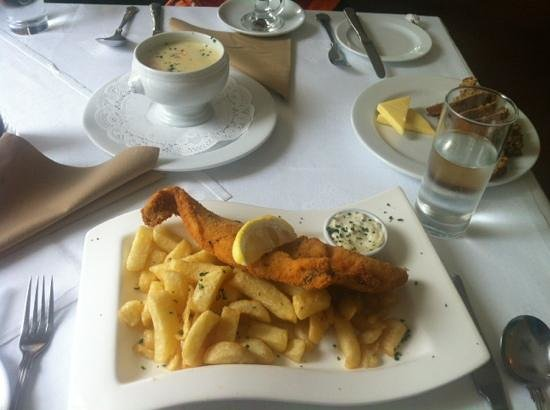 Silver Fox Seafood Restaurant: Seafood chowder with daily catch of fish and chips