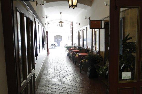 Hotel Salvator : Pasillo de acceso al Hotel, desde donde tambien se accesde a la Agencia