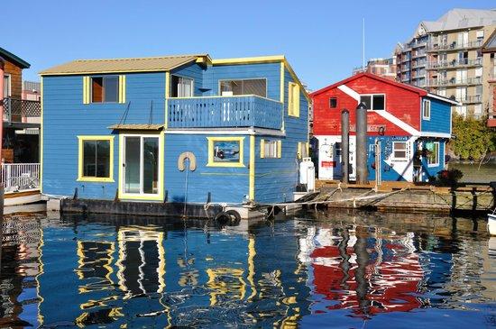 Coast Victoria Hotel & Marina by APA: case sull'acqua
