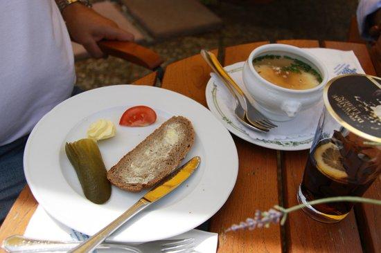 Dürkheimer Fass Herzstück der Weinstrasse: Food