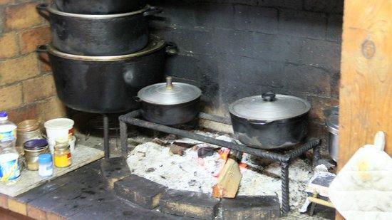 Cuisine Feu De Bois cuisine au feu de bois - picture of l'estagnon, la plaine des cafres