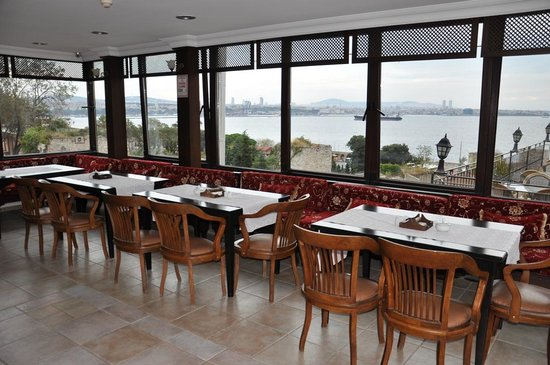 Hotel Alp Guesthouse: Terrace and view of Bosphorus
