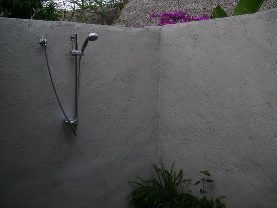 Manuia Beach Resort: The amazing 'al fresco' shower