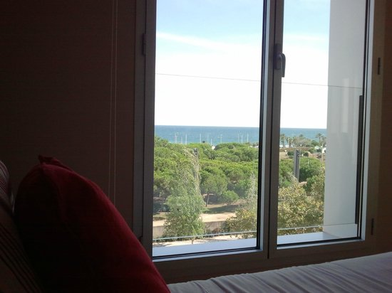 Lugaris Beach: Вид с кровати на море