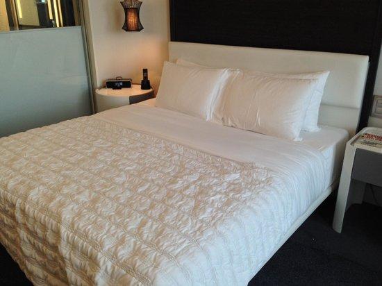Le Meridien Istanbul Etiler: King size bed!