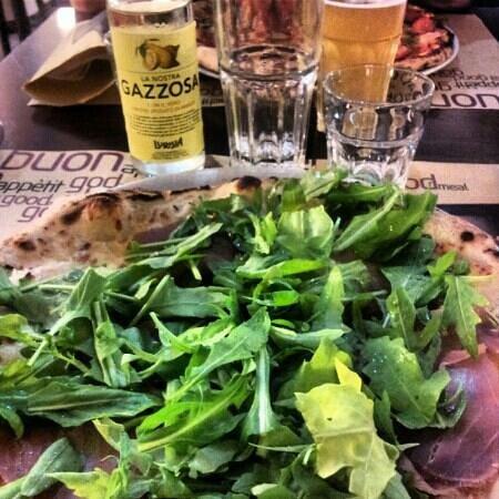 Rubiu Birrificio Artigianale: Pizza Fumè accompagnata dall'incredibile gazzosa della Lurisia