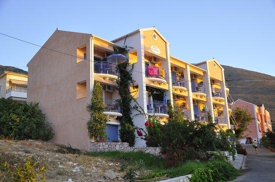 Olive Bay Hotel: Facciata hotel