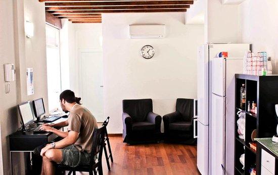 Granada Inn Backpackers: internet access