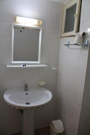 Olimpia Hotel: Room 103 bathroom