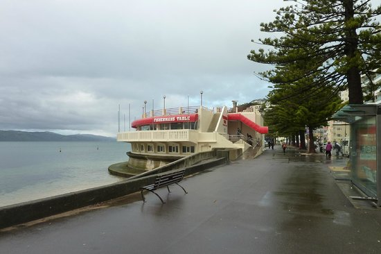 Fishermans Table Restaurant & Bar : Set over the water..