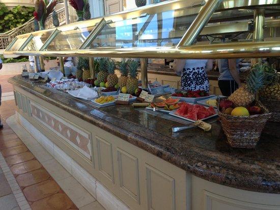 Grand Dining Room at Grand Wailea Resort: Breakfast Bar