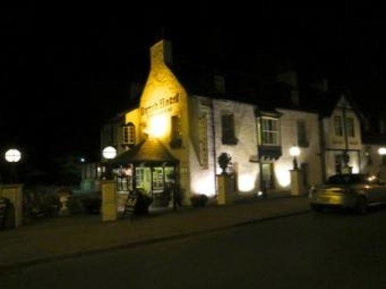 Garth Hotel & Restaurant : hotel by night