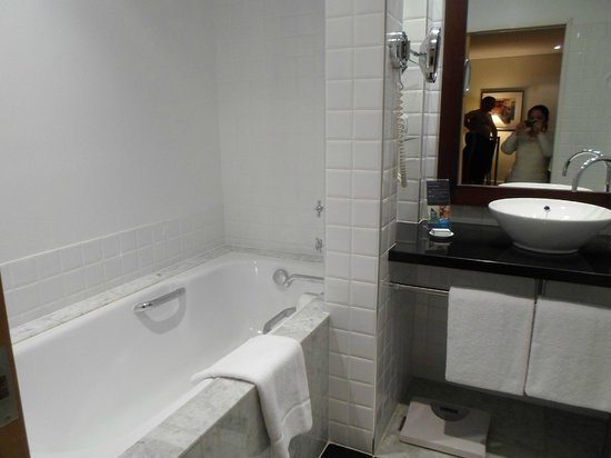 Radisson Blu Plaza Hotel Sydney : Business Room bath