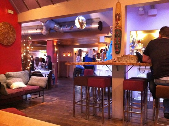 The Wookey Hole Inn: Friendly Bar/Restaurant