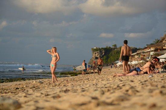 Brothers Bungalows Balangan: пляж Balangan
