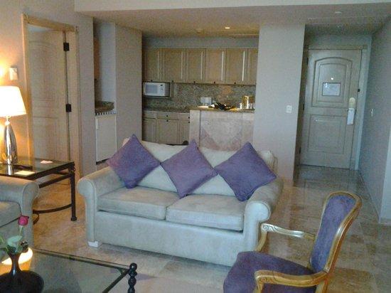 Sandos Cancun Luxury Resort: Suite living room
