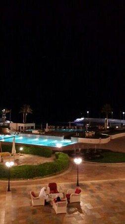 The Regency Hotel Kuwait: Resort in the Night!