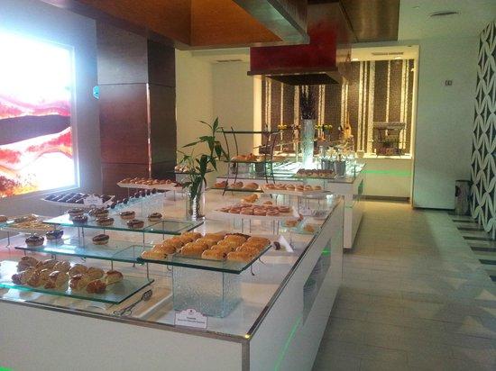 Sandos Cancun Luxury Resort: Part of the breakfast buffet