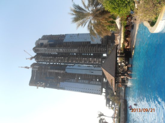 Sheraton Abu Dhabi Hotel & Resort: Pool with a view