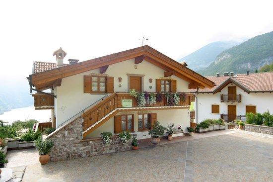 Villa La Dama Del Lago Apartments: VISTA  ESTERNA