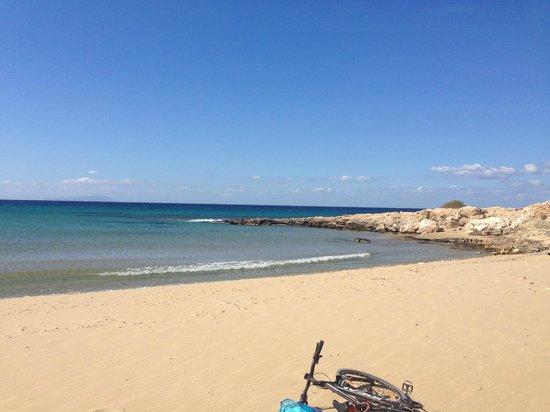 Faros Villa Small Hotel: Busiest beach yet