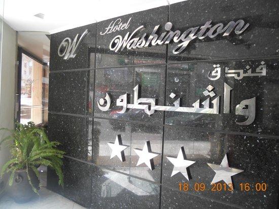 Washington Hotel : Entrée de l'hôtel Washington
