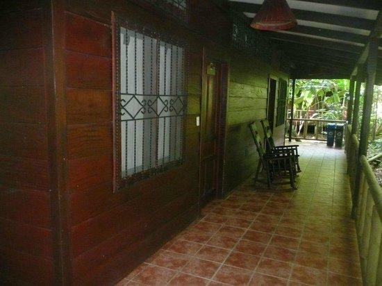 Pachira Lodge: Exterior de la habitación