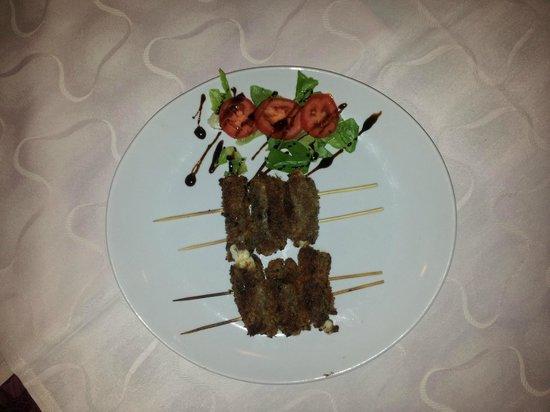 Ristorante da Lina: SPIEDINI DELLA CASA fettina di vitella con ripieno di mozzarella, impanata e cotta sulla griglia