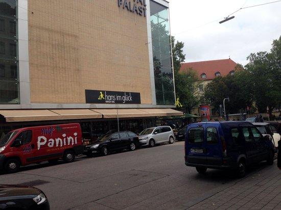 HANS IM GLÜCK - Burgergrill München | Nymphenburg: facciata