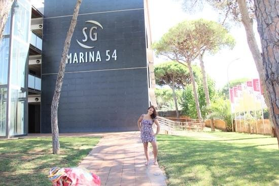 SG Marina 54 Apartments: вход
