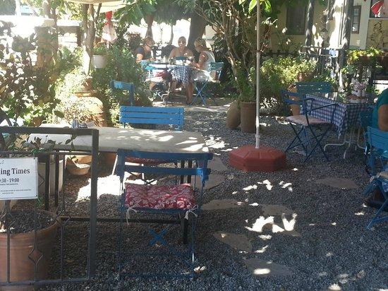 Dalyan Iz Cafe : tuin bij Iz Café