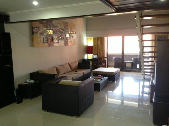 Sanur Paradise Plaza Suites: Lounge room - 3 bedroom suite
