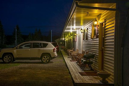St Ann's Motel & Cottage: The verandah at night