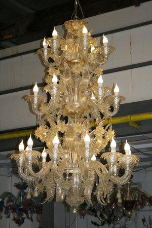 """Guarnieri Glass Factory: """"Lampadario Rezzonico"""" tutto oro"""