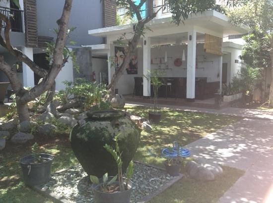 Gosyen Hotel: Nice garden area