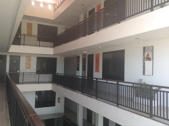 Gosyen Hotel: Corridors outside rooms