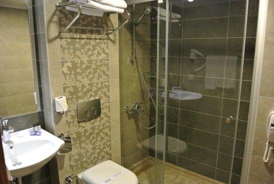 Marbel Hotel : Badkamer