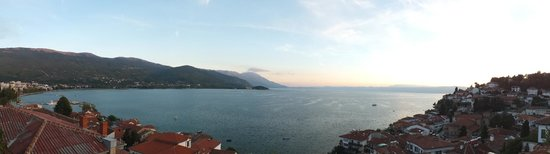 Villa Rustica : Panoramic lake view