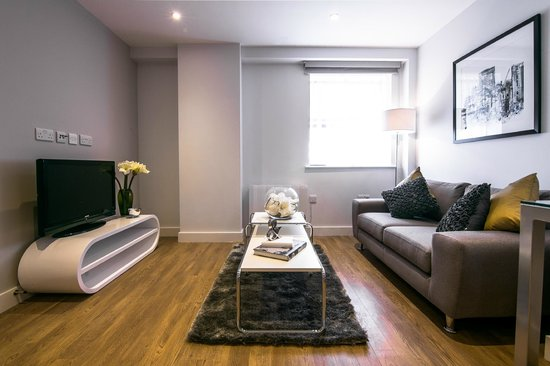 SACO Manchester - Piccadilly: One bedroom apartment open plan living area
