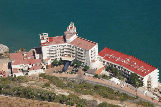 Caleta Hotel: View of hotel from the Rock