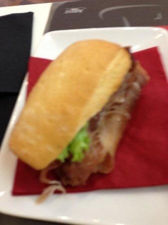deCanto Wine Bar: mini ham sandwich