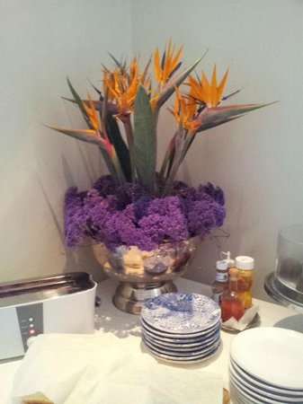 Greyton Lodge: We loved the proudly South African flower arrangement