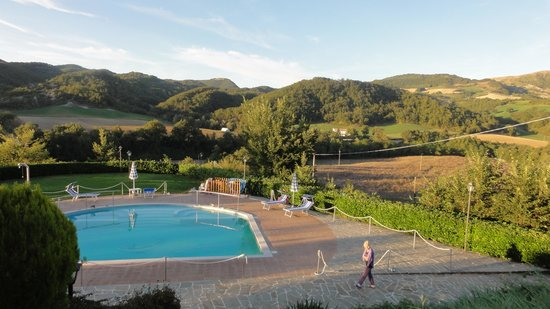 Agriturismo Ca Serrantonio : the pool