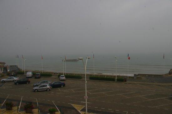 """Hotel de Normandie: La plage et le port """"artificel"""""""