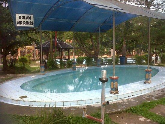 Meratus Mountains: Wisata Air Panas di Desa Tanuhi