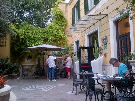 Villa San Lorenzo Maria Hotel: Entrance area