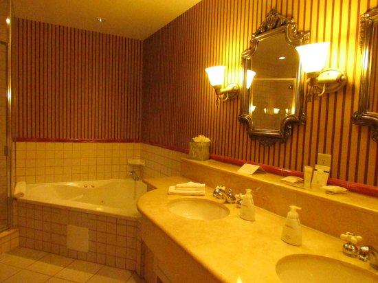Old Mill Toronto: Suite Bathroom