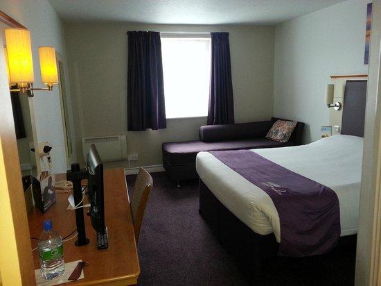 Premier Inn Manchester West Didsbury Hotel: Room