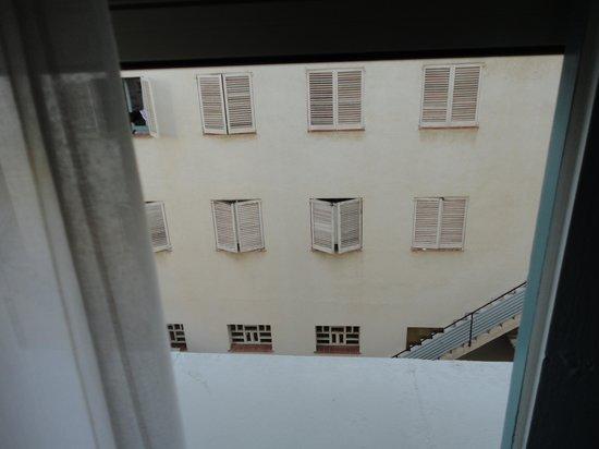 Hotel Planas: вид из окна номера