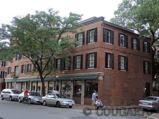 Beacon Hill Hotel and Bistro: Vue extérieure - notre chambre est au 2° dans l'angle